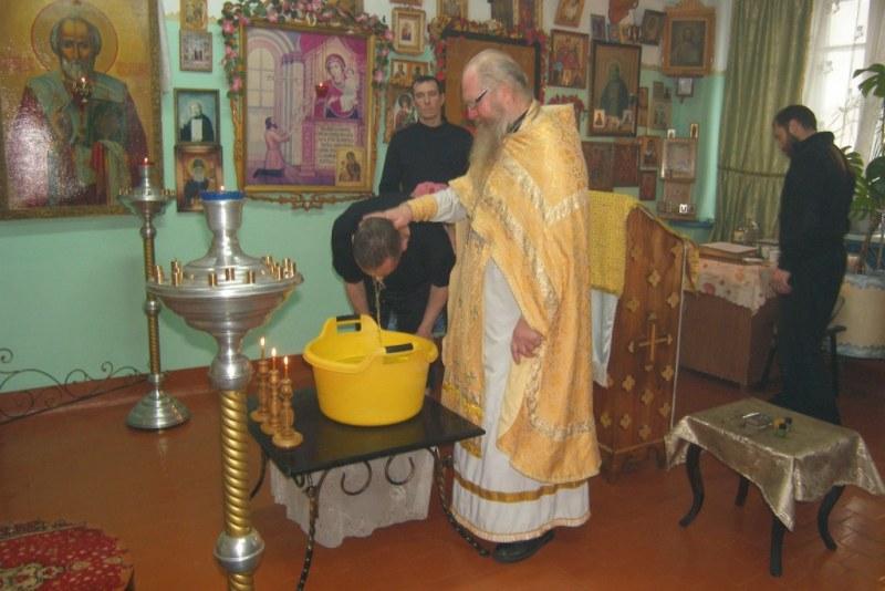 В ИК-20 провели таинство крещения