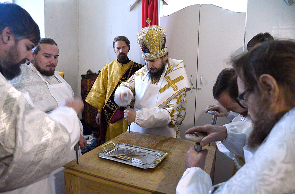 Освящение престола в Троицком храме